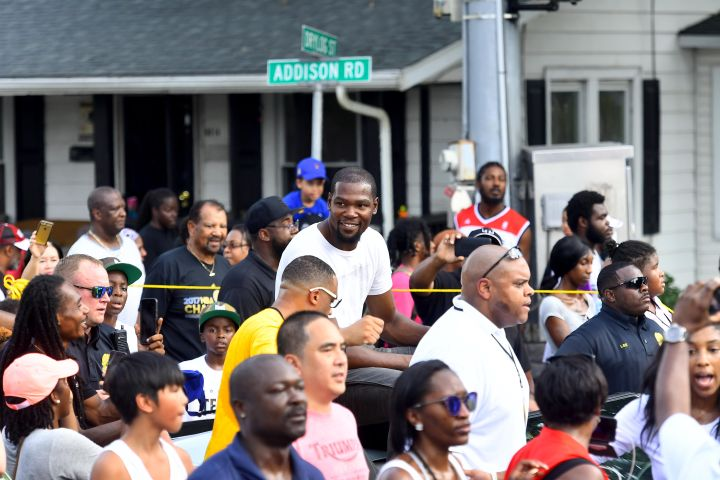 Seat Pleasant honors NBA star Kevin Durant with a parade