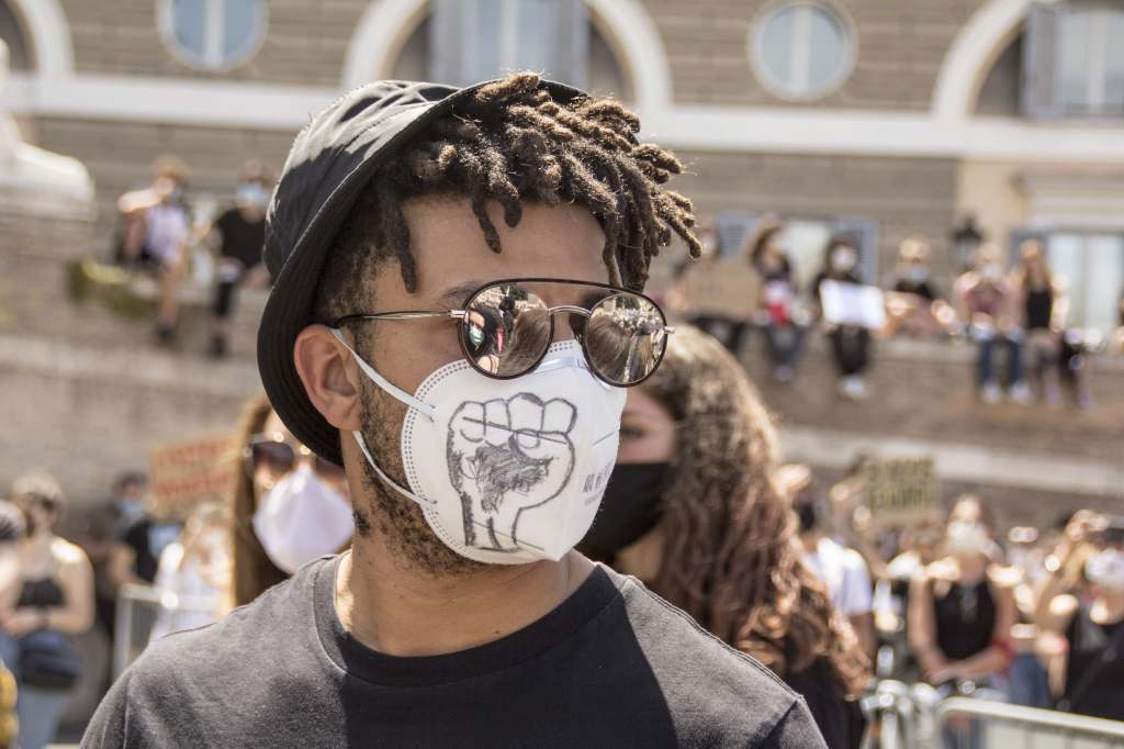 "Rome, june 7th, 2020. A demonstration in memory of George Floyd was taken by thousand people in Piazza del Popolo. All people shared their ""Black lives matter"", ""no Justice no Peace"" mottos pacifically, all wearing their masks and takin"