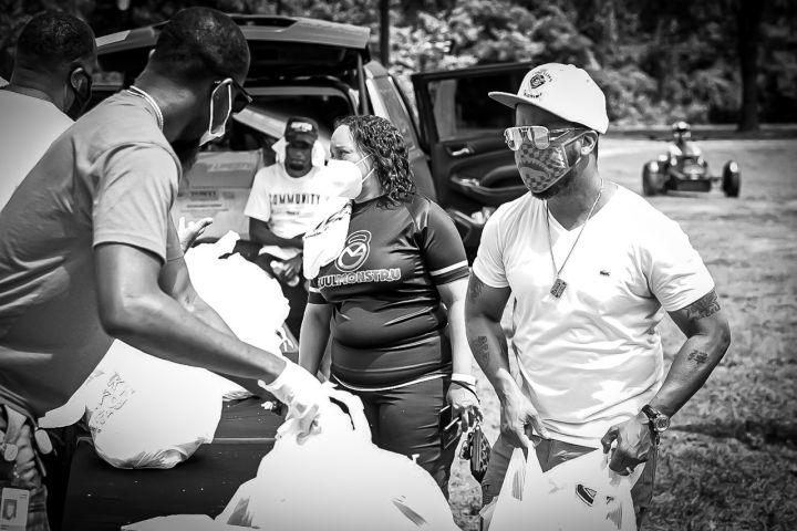 """The QuickSilva Show With Dominique Da Diva """"In The Streets"""" Feeding The Community"""